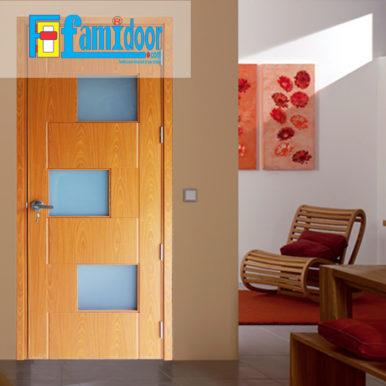 Cửa gỗ MDF LAMINATE M1G3 tại Showroom Famidoor thuộc dòng sản phẩm cửa gỗ công nghiệp MDF phủ nhựa.