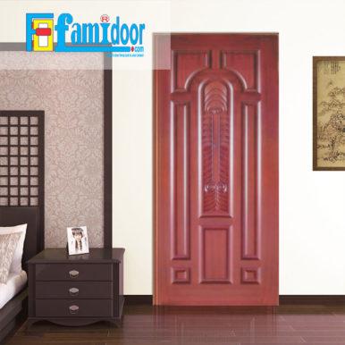 Cửa gỗ tự nhiên 08 tại Showroom Famidoor mang vẻ đẹp của tự nhiên, khi lắp đặt cửa gỗ cũng sẽ hiển thị các biểu tượng của vân gỗ nhìn đẹp và có sự lôi cuốn.