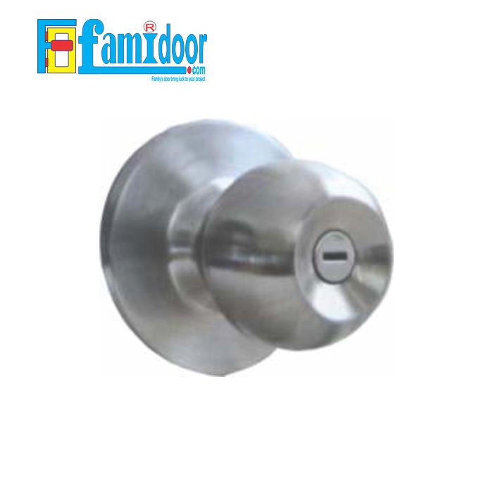 Khóa cửa tròn trơn K9500 ZANI tại Showroom Famidoor rất được ưa chuộng hiện nay do tính tiện lợi khi mở đóng cửa, rất thích hợp dùng cho cửa phòng khách, cửa phòng ngủ, cửa nhà vệ sinh…