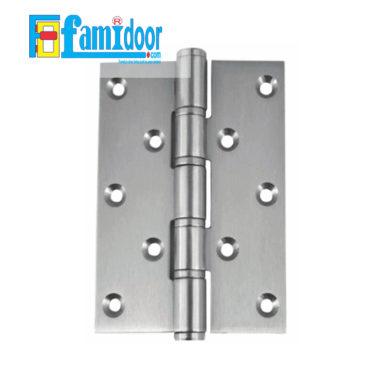 Bản lề cửa loại âm L01 tại Showroom Famidoor thường dùng cho các loại cửa gỗ tự nhiên hay cửa gỗ công nghiệp do bản lề phải khoét cho âm sâu vào khung cửa và cánh cửa.