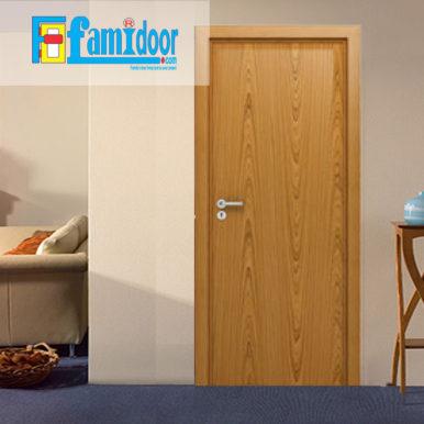 Cửa gỗ MDF LAMINATE L4 tại Showroom Famidoor thuộc dòng sản phẩm cửa gỗ công nghiệp MDF phủ nhựa.