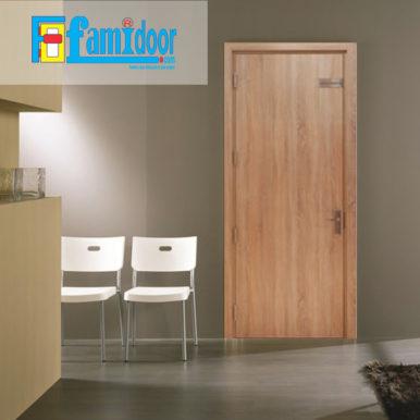 Cửa gỗ MDF LAMINATE L5tại Showroom Famidoor thuộc dòng sản phẩm cửa gỗ công nghiệp MDF phủ nhựa.