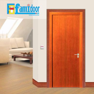 Cửa gỗ cao cấp fmd M-P1 oak ở Showroom Famidoor có giá hợp lý, chỉ bằng một nửa giá so với gỗ tự nhiên thật nguyên tấm.