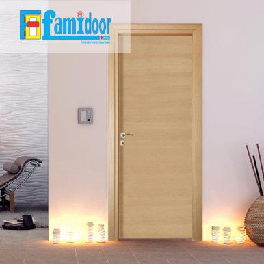 Cửa gỗ MDF LAMINATE M1N1 tại Showroom Famidoor thuộc dòng sản phẩm cửa gỗ công nghiệp MDF phủ nhựa.