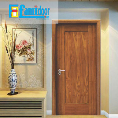 Cửa gỗ MDF MELAMINE M1R4 tại Showroom Famidoor có tính năng ưu việt là dễ định hình hoa văn cho mọi sản phẩm phức tạp.