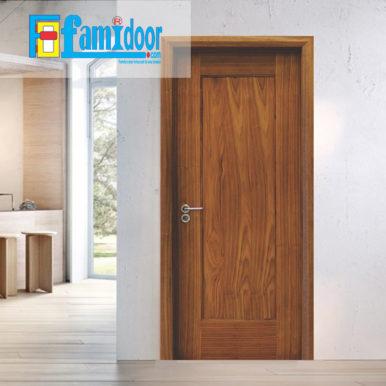 Cửa gỗ MDF LAMINATE M1R4 tại Showroom Famidoor thuộc dòng sản phẩm cửa gỗ công nghiệp MDF phủ nhựa.