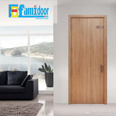 Cửa gỗ MDF MELAMINE M5 tại Showroom Famidoor có tính năng ưu việt là dễ định hình hoa văn cho mọi sản phẩm phức tạp.