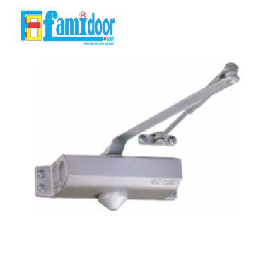 Tay đẩy hơi tại Showroom Famidoor dùng cho cửa gỗ, cửa thép hoặc cửa nhựa.
