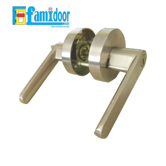 Khóa cửa tay gạt V688 VIKINI tại Showroom Famidoor rất được ưa chuộng hiện nay do tính tiện lợi khi mở đóng cửa, rất thích hợp dùng cho cửa phòng khách, cửa phòng ngủ, cửa nhà vệ sinh…