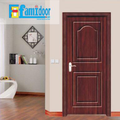 Cửa gỗ cao cấp PVC 1028ở Showroom Famidoor được phủ một lớp nhựa PVC cao cấp vân gỗ trên bề mặt.