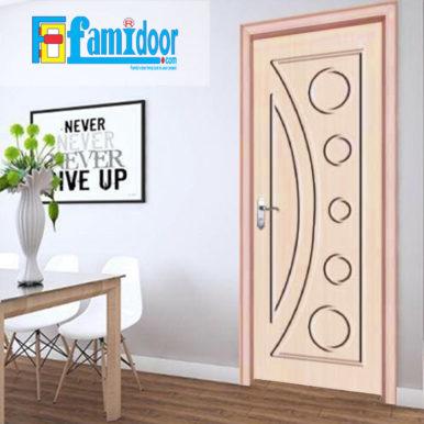 Cửa gỗ cao cấp PVC 1031 ở Showroom Famidoor được phủ một lớp nhựa PVC cao cấp vân gỗ trên bề mặt.