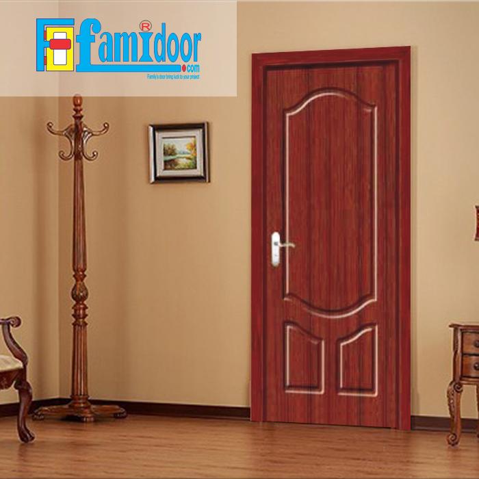Cửa gỗ cao cấp PVC 1040 ở Showroom Famidoor được phủ một lớp nhựa PVC cao cấp vân gỗ trên bề mặt.