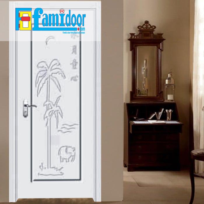 Cửa gỗ cao cấp PVC 1111 ở Showroom Famidoor được phủ một lớp nhựa PVC cao cấp vân gỗ trên bề mặt.
