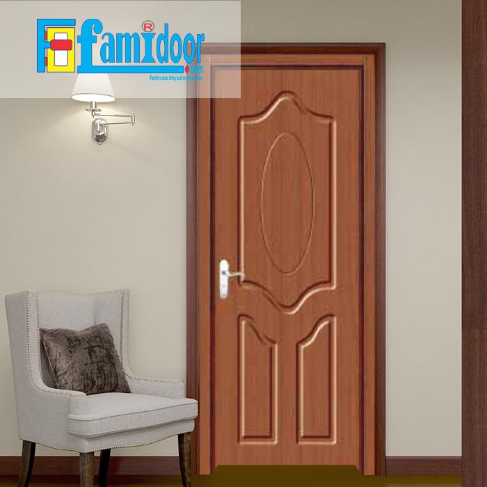 Cửa gỗ cao cấp PVC 1161 ở Showroom Famidoor được phủ một lớp nhựa PVC cao cấp vân gỗ trên bề mặt.