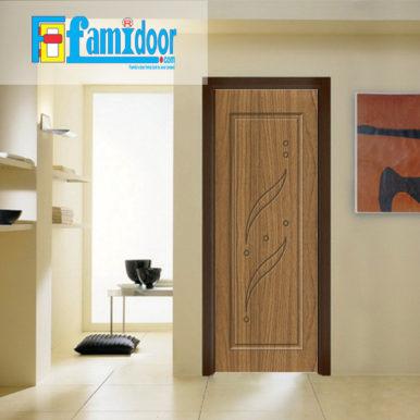 Cửa nhựa gỗ SUNGYU SYB 259 ở Showroom Famidoor được làm từ hạt nhựa và bột gỗ để tạo nên cửa nhựa gỗ giống như gỗ thật và có khả năng chịu được nước.