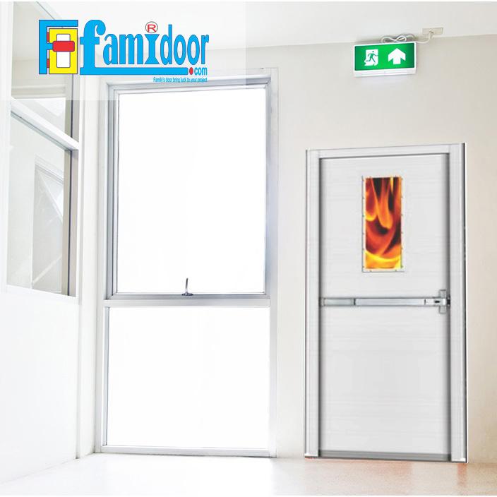 Cửa thép chống cháy TCC-P1G1B ở Showroom Famidoor thường được làm từ vật liệu thép chất lượng cao. Cửa thép chống cháy có khả năng chịu nhiệt tốt để có thể chịu đựng trong môi trường có nhiệt độ cao khi hỏa hoạn xảy ra.